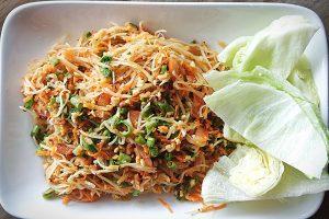 Htin baw thee tho (Spicy Papaya Salad)