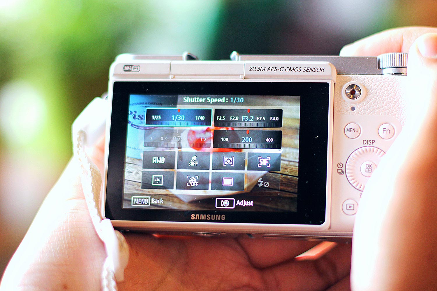 Screen showing manual functions in a camera