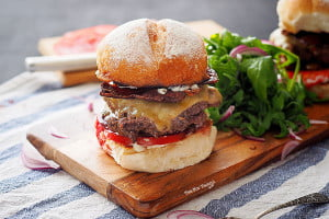 Kangaroo Burger Recipe, with Beetroot, Fresh Tomatoes, Pickles and Cheese! And Bacon, of course.